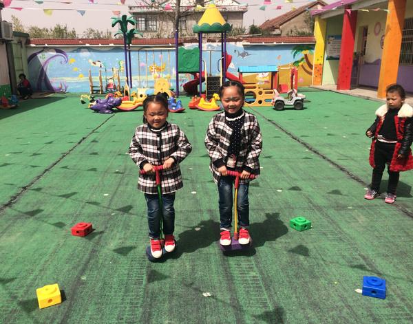 【幼儿教育】连云港未来星幼儿园:小青小班跳跳幼儿园蛙跳v小班比一比课后反思图片