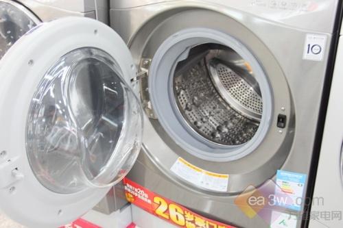 珍珠型按摩内筒,通过凸起的珍珠颗粒面,不仅增强了衣物的洗涤接触面,而且有效避免了衣物在洗涤中的磨损。仿生鱼尾提升器,在深层洁净衣物的同时,有效提升衣物摔打高度,防止缠绕。