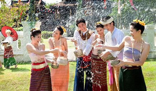 """泰国媒体将泼水节假期称为""""风险7日"""",也那是每一年事故至多、闹事逝世率最高的假期。(材料图像)"""