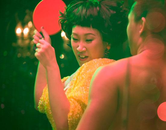王菀之片中喜感北姑的演绎,考虑其新人身份,更易获得青睐