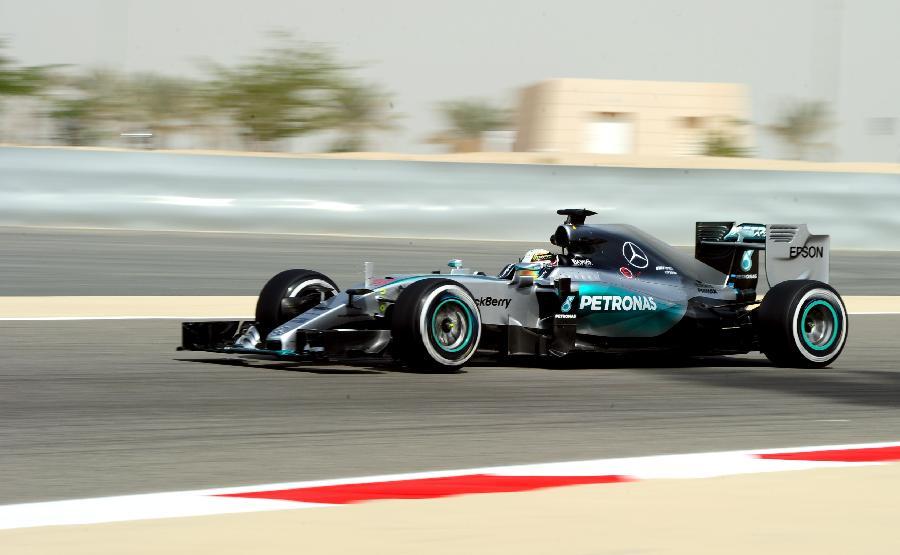 当日,2015年世界一级方程式赛车(f1)大奖赛巴林站举行第一次练习赛.图片