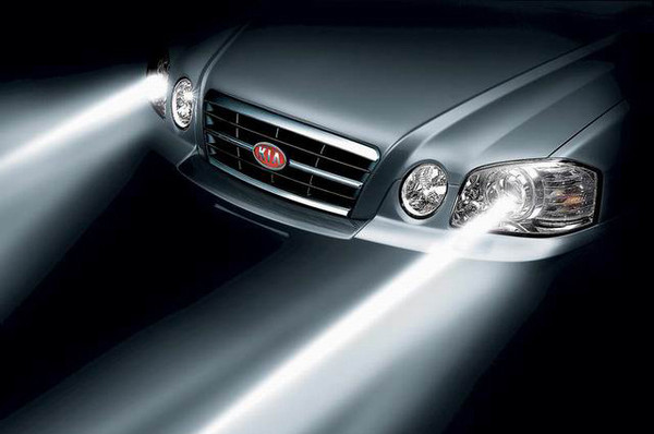 如何调整汽车大灯光束高清图片
