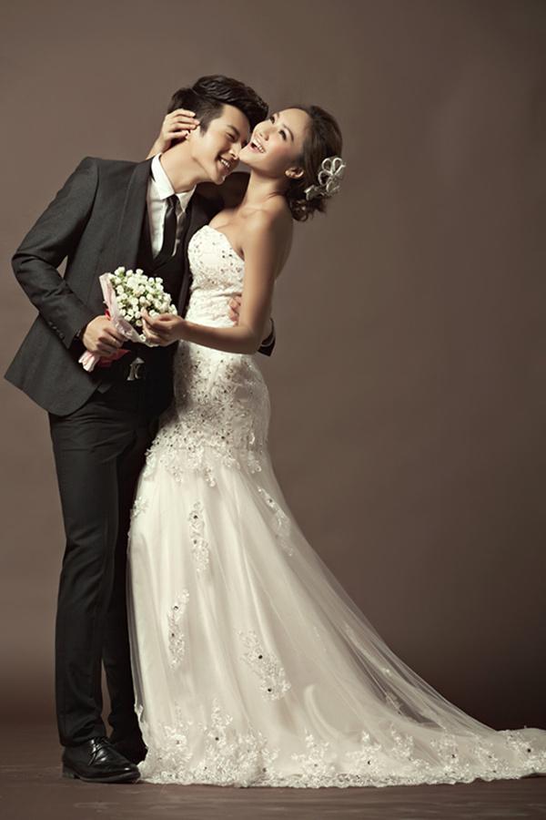 深圳80后时尚婚纱照都有几种 裸体婚纱最拉风