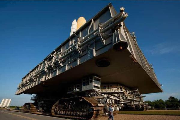 世界最大的轨道运输车-