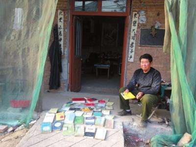 为了申诉,贾相军的父亲买了几十本法律书自学。