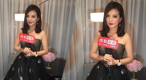 昨晚的香港金像奖,赵薇终于拿奖了,一尊有分量的金像奖影后奖杯。
