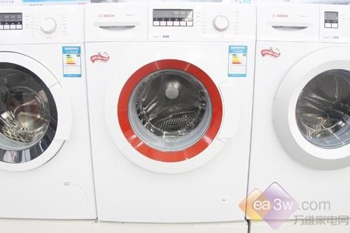 从外观上看,这款洗衣机的红色窗圈显得格外显眼,在白色机身的衬托下,显得有些怪异。这款博世的WAE20262TI滚筒洗衣机,是博世的快洗一族洗衣机,快洗效果非同凡响。