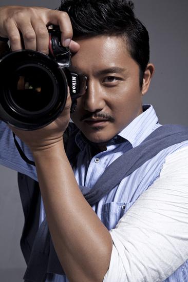 """涂松岩变""""摄影家""""."""