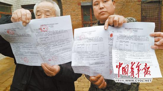 """虽然去年刚刚签订了为期10年的土地流转合同,但是成安县北郎堡村村民的250多亩耕地依然遭包地""""老板""""""""毁约弃耕""""。本报记者 樊江涛/摄"""