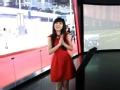 2015上海车展:美女体验红旗互联智能汽车