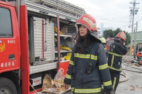 """有消防""""美女分队长""""之称的童雅黎。 图自台湾联合新闻网"""