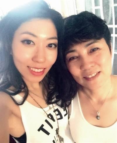 曲婉婷和母亲