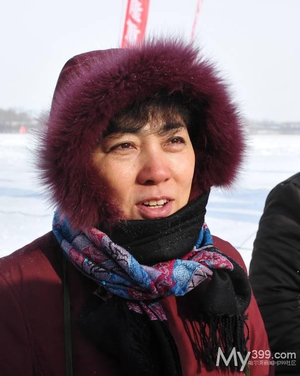 2010年12月25日,长岭湖冬捕节,时任哈尔滨道里区副区长的张明杰
