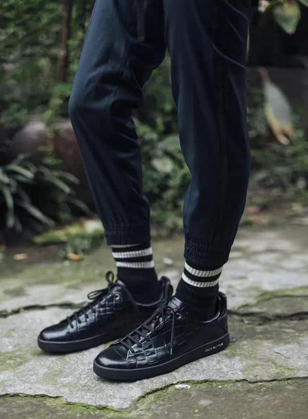 男人穿鞋一定要搭配好袜子 否则会很难看