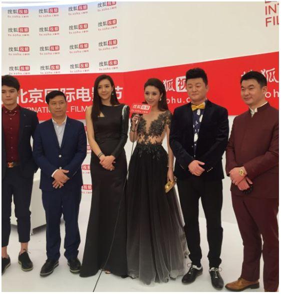 北京国际电影节闭幕式举行 ,《爱情公社》剧组帅气亮相(组图)图片