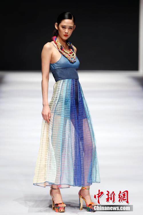 周在青岛国际会展中心开幕,来自日本,澳大利亚等地的知名设计师和本土