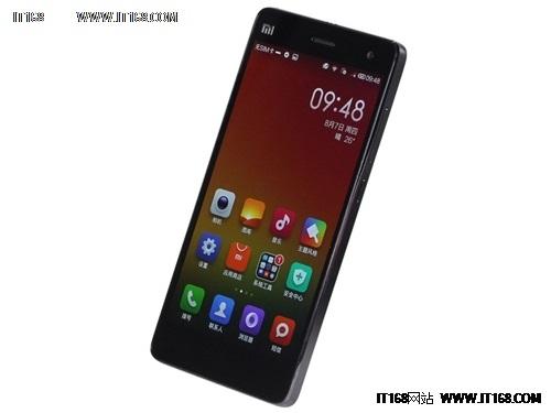 小米手机4正面采用一块由JDI提供的5英寸电容式触控屏,分辨率为1920X1080像素的FHD级别,并且采用OGS全贴合工艺。此外在核心方面内置一颗主频2.5GHz骁龙801