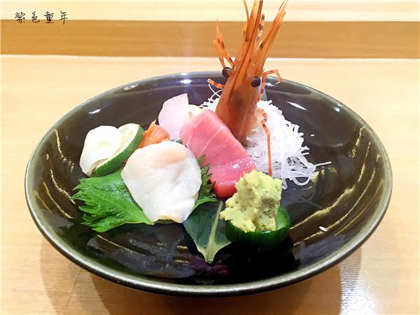 小菜:汁煮小海螺,荧光乌贼配味噌酱,安康鱼肝配橙醋 汁煮的小海螺肉图片