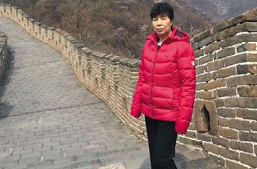 """备受网友关注的""""老人在北京慕田峪长城被外籍女子撞倒后身亡""""一事有了最新进展,去世老人的家属和外籍女子进行了调解,外籍女子向受害者家属表示歉意。目前,家属方正在等待对方履行达成的相关协议。"""