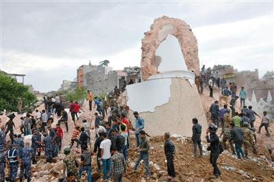 地震造成塔拉哈拉塔坍塌,400人可能被埋。