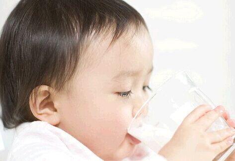 剖宫产月子饮食_给宝宝用奶瓶喝水?错-搜狐母婴