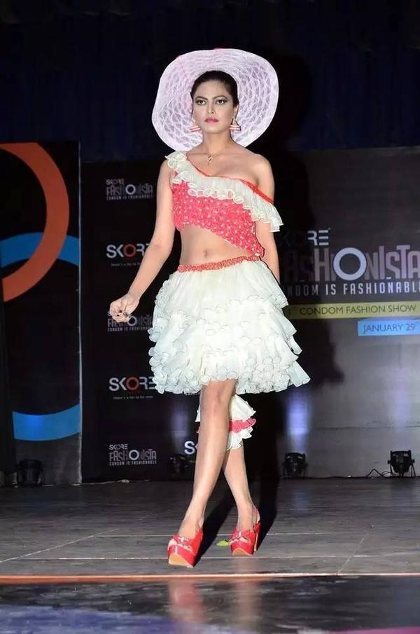印度史上第一次安全套时装秀表演!三观闪瞎