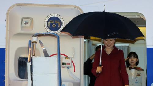 资料图片: 当地时间23日下午,韩国总统朴槿惠抵达巴西首都巴西利亚,开始对拉美之行最后一站巴西进行国事访问。