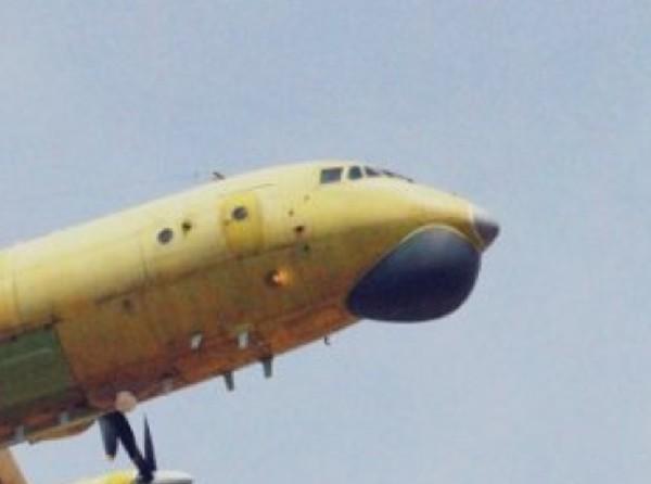 资料图:高新-6反潜机头部特写。