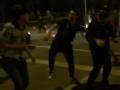 视频-鲁能国安赛后球迷斗殴 互扔水瓶飞踹踢人