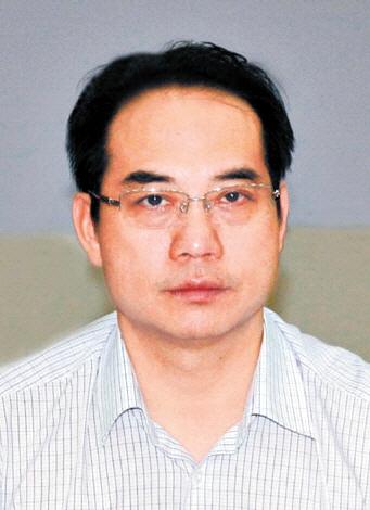 4月中旬,湖南岳阳、临湘官方及坊间传言临湘市市长龚卫国吸毒被抓,此事在网上引发热议。