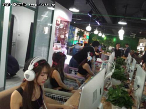 双飞燕键鼠作为外设行业的龙头企业,在市场上一直都是起领导作用,在网吧行业也一样;在中国网吧市场开始转向高端的同时,双飞燕高端游戏血手网咖全系列产品为网吧用户量身打造了适合于网吧的产品和服务<b