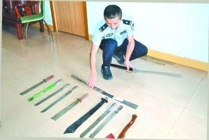 揭阳榕城警方缉获了多量刀具。