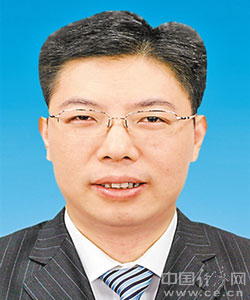徐海荣,男,汉族,1964年11月生,重庆长寿人,市委党校研究生,高级管理人员工商管理硕士,1985年7月参加工作,1984年6月加入中国共产党。