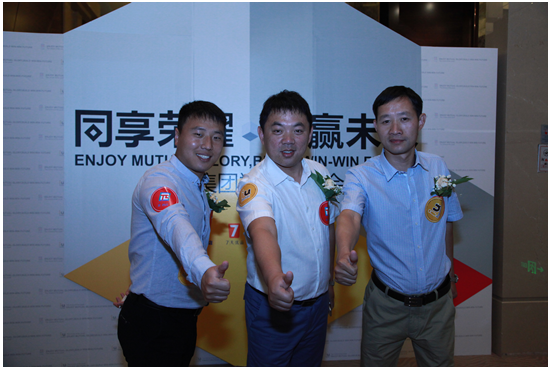 2015年4月29日下午2:00,铂涛集团招商会在河南郑州绿地JW万豪酒店顺利召开。铂涛集团高级副总裁苏同民先生、IU酒店CEO李敏先生、派酒店CEO贾英杰先生等领导参加了会议,此次招商会也吸引了华北各省市的意向投资人和招商加盟伙伴。