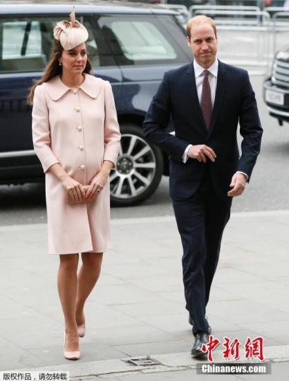 """当地时间2015年3月9日,英国伦敦,威斯敏斯特大教堂,英国皇室参加英联邦纪念仪式。其中凯特王妃挺孕肚,""""孕""""味十足。"""