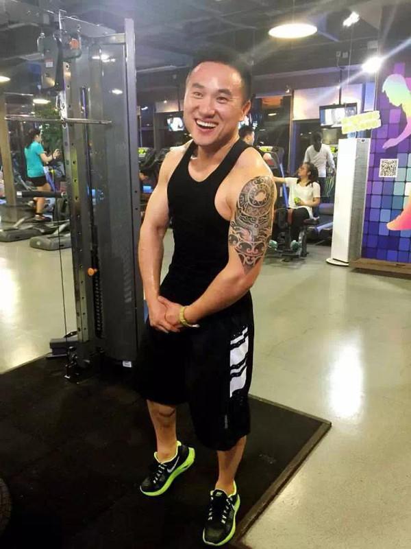 健康 正文  这个纹身师好友一直想给茶伯纹一个花臂.