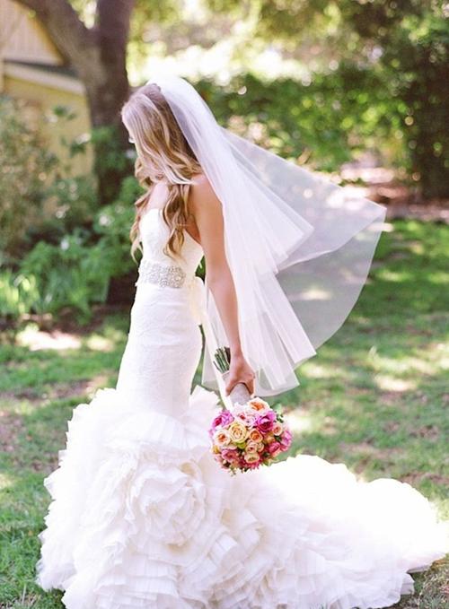 新娘头纱的款式和戴法 各样绝美新娘头纱style图片