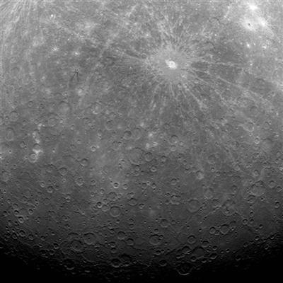 2011年3月进入水星轨道后拍摄的水星