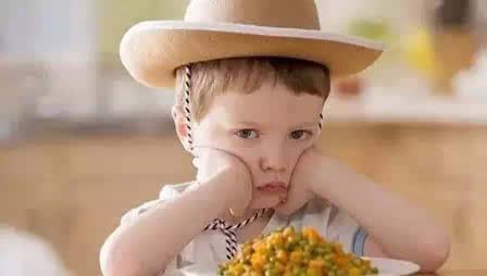 孩子闹情绪时,父母这样做最有效!