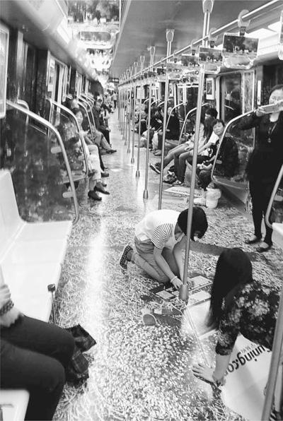 南京地铁不堪场面_据悉,这是继南京地铁去年8月开出\