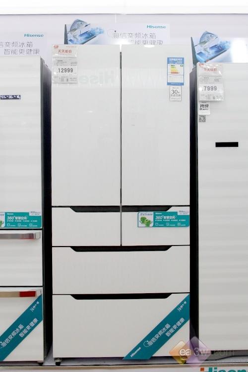 """小编给您推荐的这款海信新品风冷无霜冰箱,它至酷的外形,黑白极致设计,就像""""熊猫""""配色一样,可爱制动岁鲜而变。"""