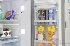 博世KMF40S50TI多门冰箱冷藏室底部配置了一个超大宽幅的多功能抽屉,由五个不同尺寸的保鲜盒+一个超大蛋盒而构成。