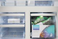 冷冻室的抽屉采用全开式设计,大大提高了工作的效率,与普通冰箱相比,不需要打开冰箱门再打开抽屉那样繁琐。