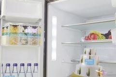 为了改善食物的储藏环境,这款冰箱特有的宽带变温室设计,专门设计-7℃~-18℃的可调温区,可根据食物种类设定适宜的存储温度,保持食物良好色泽、口感与营养。