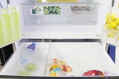 该款冰箱的冷冻室配有多层抽屉,超大容量的储藏空间满足用户的生活需求。钢化分类架、移动储物托盘、推拉式抽屉设计,处处体现了这款冰箱的品质细节。