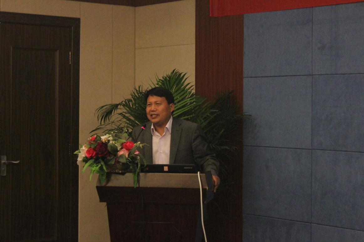 北京师范大学课程与教学研究院院长、博士生导师王本陆教授为大会致辞。他从教育科学理论的高度,深刻分析了现阶段中小学教育的实际情况,介绍了学校文化在教育行为中的内涵,阐述了理论与实际相结合、作用于学校文化建设的重要意义。王教授指出,在教育改革的推动下,当前的教育正在向精致型、内涵式转变,在这个转变过程中,只有充分重视学校文化建设,才能帮助学校打造更为高质量、高品位的教育。