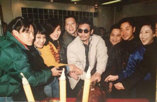 张国荣和刘德华_宁静与张国荣刘德华合影曝光 20年前清纯可人-搜狐娱乐