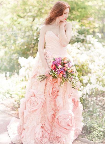 双鱼座女生:淡雅风格的婚纱