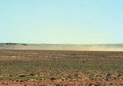 巴彦淖尔镇其其格家左近,只有刮风,就会呈现沙尘气候。