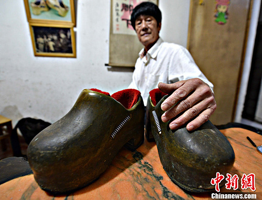 重达63斤的健身铁鞋现福州(图)